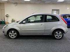 FORD FIESTA ZETEC CLIMATE  + LOW MILES + VERY CLEAN +  - 1500 - 7