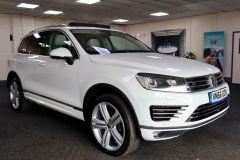 VOLKSWAGEN TOUAREG V6 R-LINE PLUS TDI BLUEMOTION TECHNOLOGY+ 1 OWNER FROM NEW + ST TROPEZ NAPPA LEATHER + IMMACULATE + WHITE LEATHER +  - 1713 - 1
