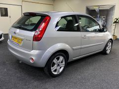 FORD FIESTA ZETEC CLIMATE  + LOW MILES + VERY CLEAN +  - 1500 - 10