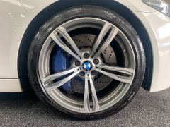 BMW 5 SERIES M5 + NAV + HEAD UP + LEATHER + ELECTRIC ROOF + - 1392 - 17