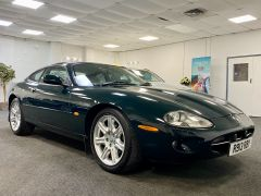 JAGUAR XK8 V8 COUPE 4.0 + 1 PREVIOUS KEEPER + IMMACULATE +  - 1900 - 9
