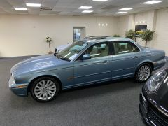 JAGUAR XJ V6 SE + CREAM LEATHER + FULL SERVICE HISTORY + IMMACULATE +  - 1531 - 7