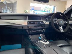 BMW 5 SERIES M5 + NAV + HEAD UP + LEATHER + ELECTRIC ROOF + - 1392 - 26