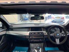 BMW 5 SERIES M5 + NAV + HEAD UP + LEATHER + ELECTRIC ROOF + - 1392 - 25
